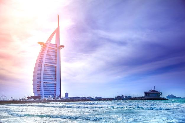 Burj al arab hotel vanaf het jumeirah-strand