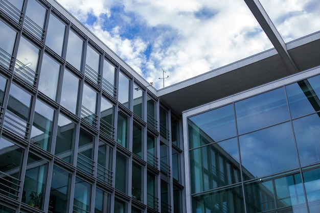 Business center, zwart glas textuur, moderne kantoorgebouwen