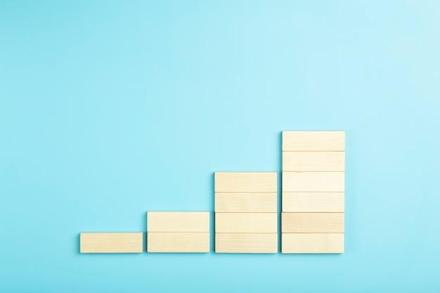 Business groei ontwikkelingsplan concept en business analytics achtergrond houten stappen van blokken op...