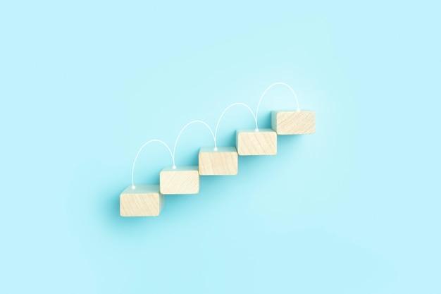 Business groei ontwikkelingsplan concept en business analytics achtergrond houten stappen van blokken