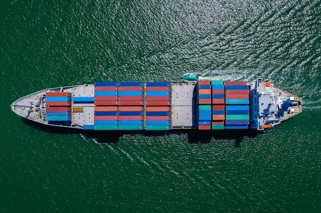 Business grote vrachtcontainers schepen logistiek transport internationale export en import diensten door de zee
