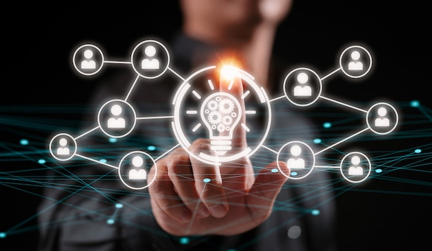 Business idee lamp versnelling web engineering knop teken. mensen innovatie concept