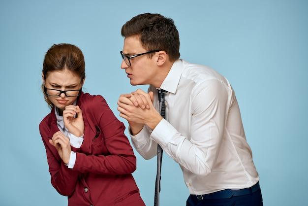 Business man en vrouw kantoor ambtenaren communicatie werk collega's studio