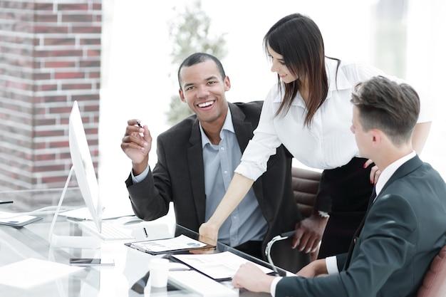 Business team op de werkplek in de office.photo met kopieerruimte