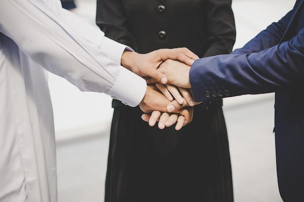Business team stack hands support opstarten nieuw project.