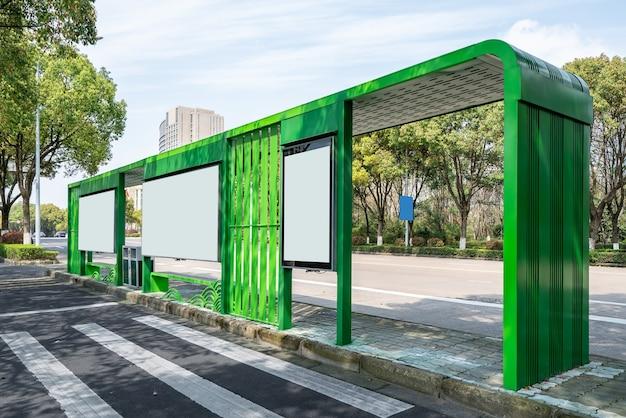 Busstation schuur reclame lichtbak