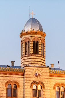 Byzantijnse stijl kerk in council square van brasov