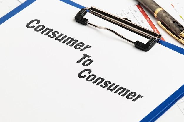 C2c concept. consument aan consument op een papieren sjabloon met grafieken.
