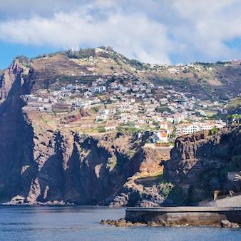 Cabo girao is een klif gelegen langs de zuidkust van het eiland madeira, portugal