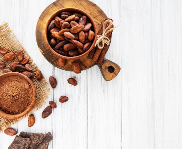 Cacaobonen, poeder en chocolade