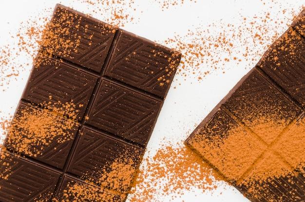 Cacaokruimels op chocolade