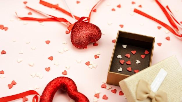 Cadeau boog met harten bovenaanzicht