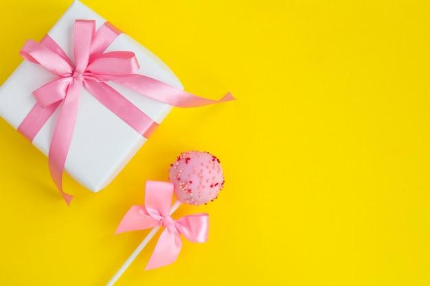 Cadeau en cakepop met strikken
