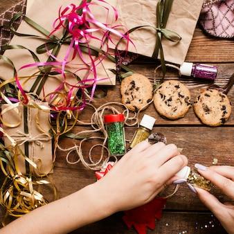 Cadeaus voorbereiden voor kerstvakantie