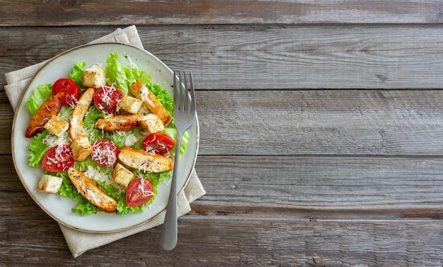 Caesarsalade met kip. gezond eten. eetpatroon. recepten.