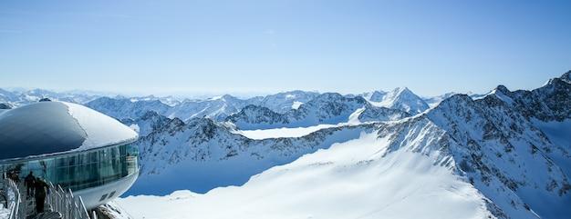 Cafe 3440 op de pitztaler gletsjer. hoogste koffiehuis van oostenrijk op bergtop in tirol.