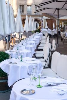 Cafés en restaurant in petite-france in straatsburg, frankrijk