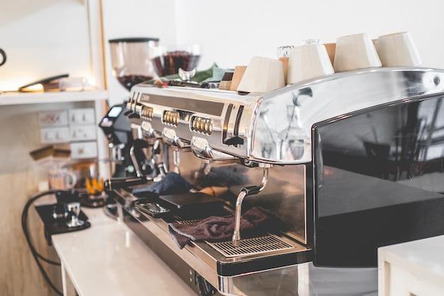 Caféwinkel & restaurant koffiebar bar counter cafe restaurant