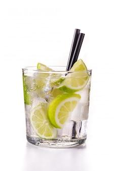 Caipiroska coktail in glas