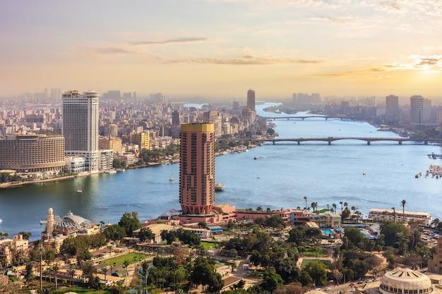 Cairo centrum van de stad bij zonsondergang, egypte