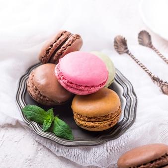 Cake macaron of macaroon, kleurrijke amandelkoekjes