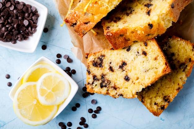 Cake met citroen en chocolade. zelfgemaakte cakes