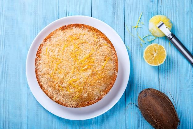 Cake met citroen en kokosnoot. zelfgemaakte cakes