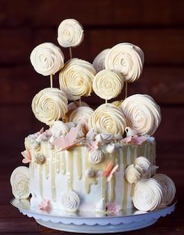 Cake met meringue.