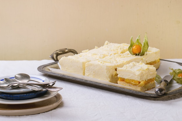 Cake met tropisch fruit