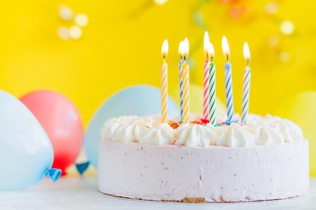 Cake met verlichting kaarsen
