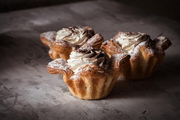 Cakes cupcakes grijs betonnen oppervlak