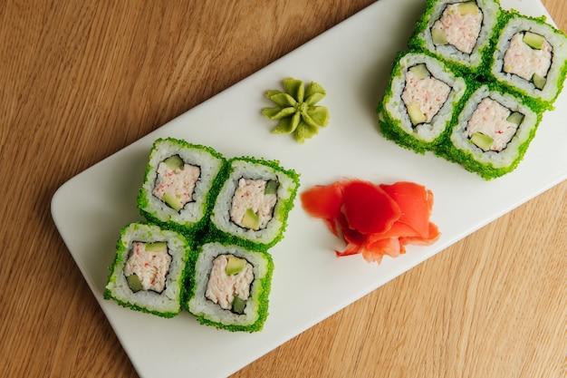 California lite maki sushi met masago