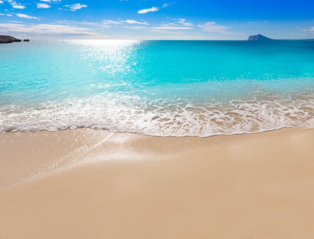 Calpe cala el raco strand in middellandse zee alicante