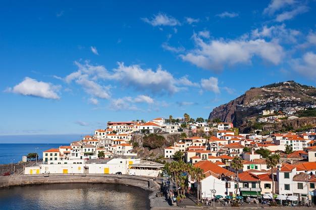 Camara de lobos is een stad aan de zuid-centrale kust van madeira, portugal