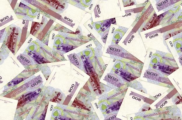 Cambodjaanse riels-rekeningen liggen in grote geïsoleerde stapel