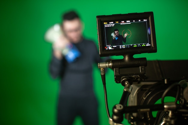 Camera man schiet op camera persoon met spreker
