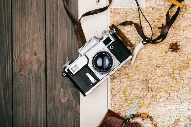 Camera, soorten liggen op oude gele kaart