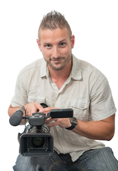 Cameraman met professionele camcorder op wit