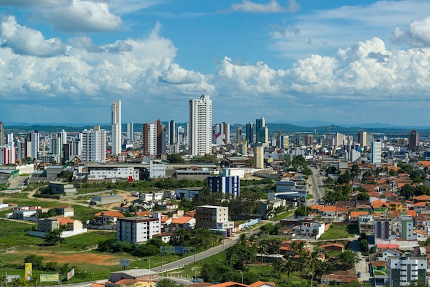 Campina grande, paraiba, brazilië op 21 april 2021. gedeeltelijk uitzicht op de stad.