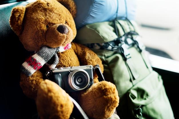 Camping teddy bear reizen roadtrip concept