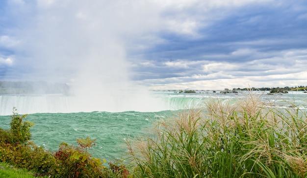 Canadese horseshoe falls van niagara falls in ontario, canada