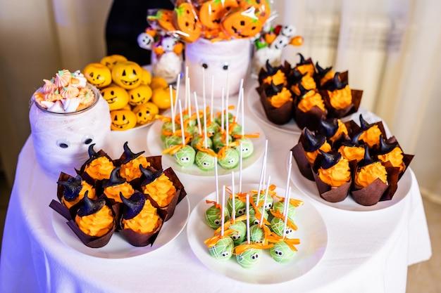 Candy bar met snoep voor de viering van halloween