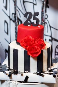 Candy bar op dames verjaardagsfeestje met grote taart