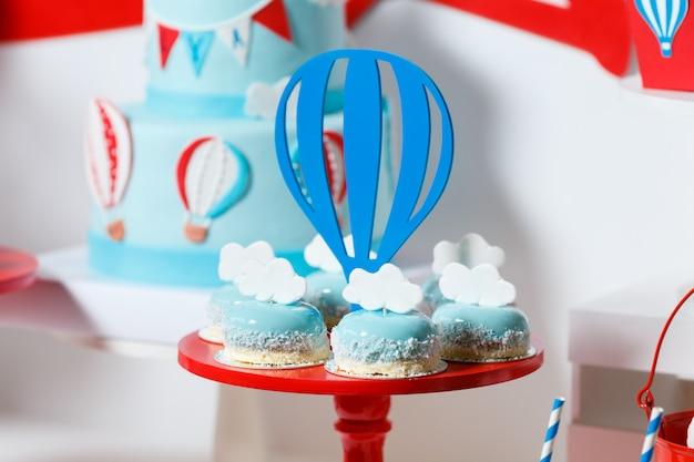 Candy bar op het verjaardagsfeestje van de jongen
