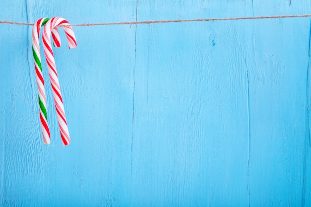 Candy canes opknoping op een draad
