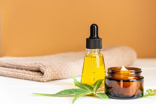 Cannabis gezichtsserum of oliedruppelaar concept