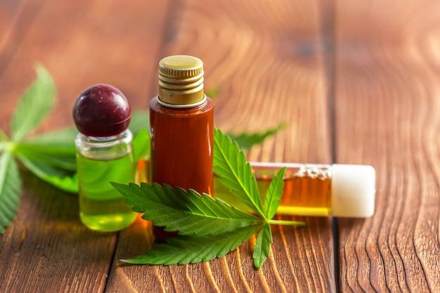 Cannabisbladeren en olie