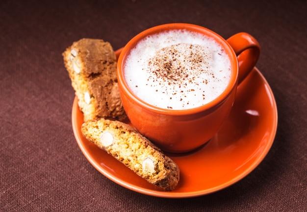 Cantuccini - typische amandelkoekjes met cappuccinokopje