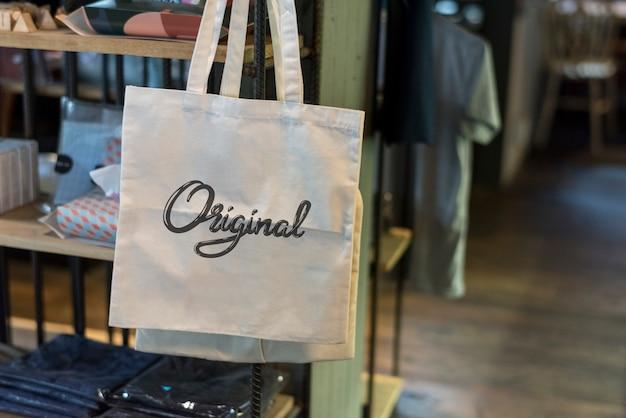 Canvas tas in een winkel mockup