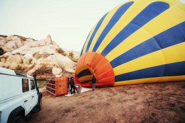 Cappadocië, turkije. de eerste vuurploeg